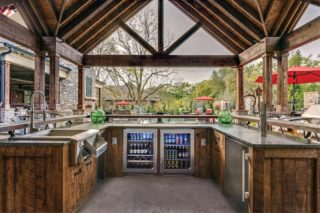 Let's take this outdoors! This wrap-around outdoor bar with appliances from @trueresidential has us ready to entertain again. . . . #DiscoverLuxeHome #theMART #Chicago #OutdoorDesign #OutdoorBar #HomeBar #Bar #Exteriors #ExteriorDesign #OutdoorAppliances #ExteriorAppliances